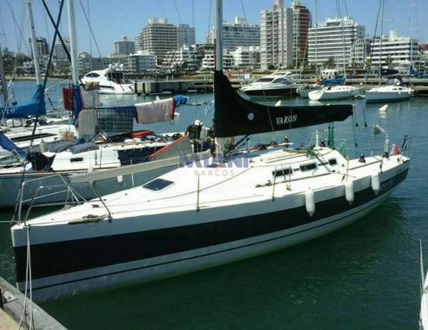 velero Corum 350 CR